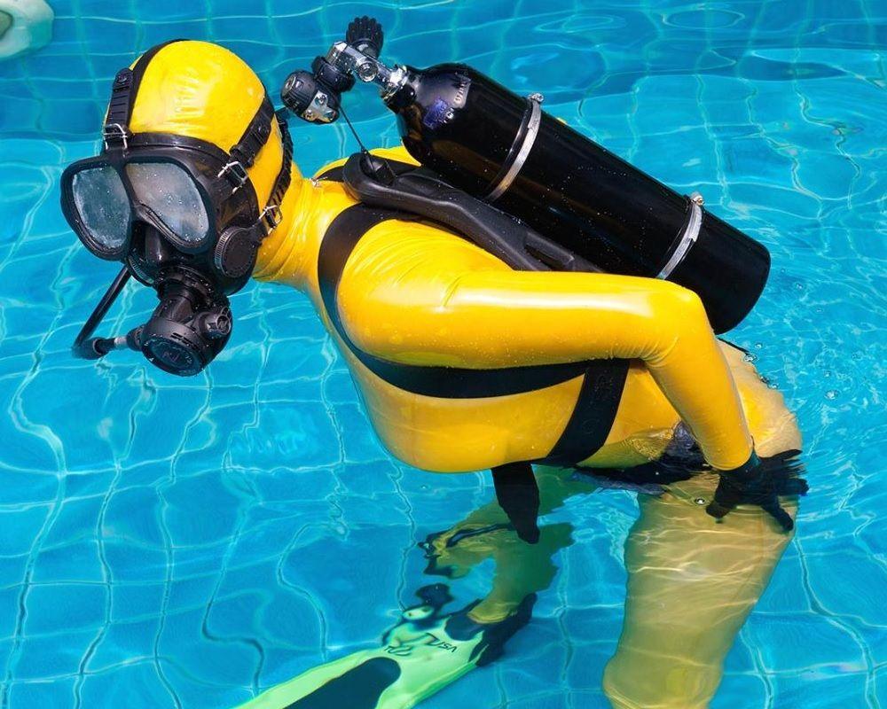 Erg mooie duiken leuk 35506 sexy wetsuit pinterest veronica erg mooie duiken leuk 35506 xflitez Choice Image