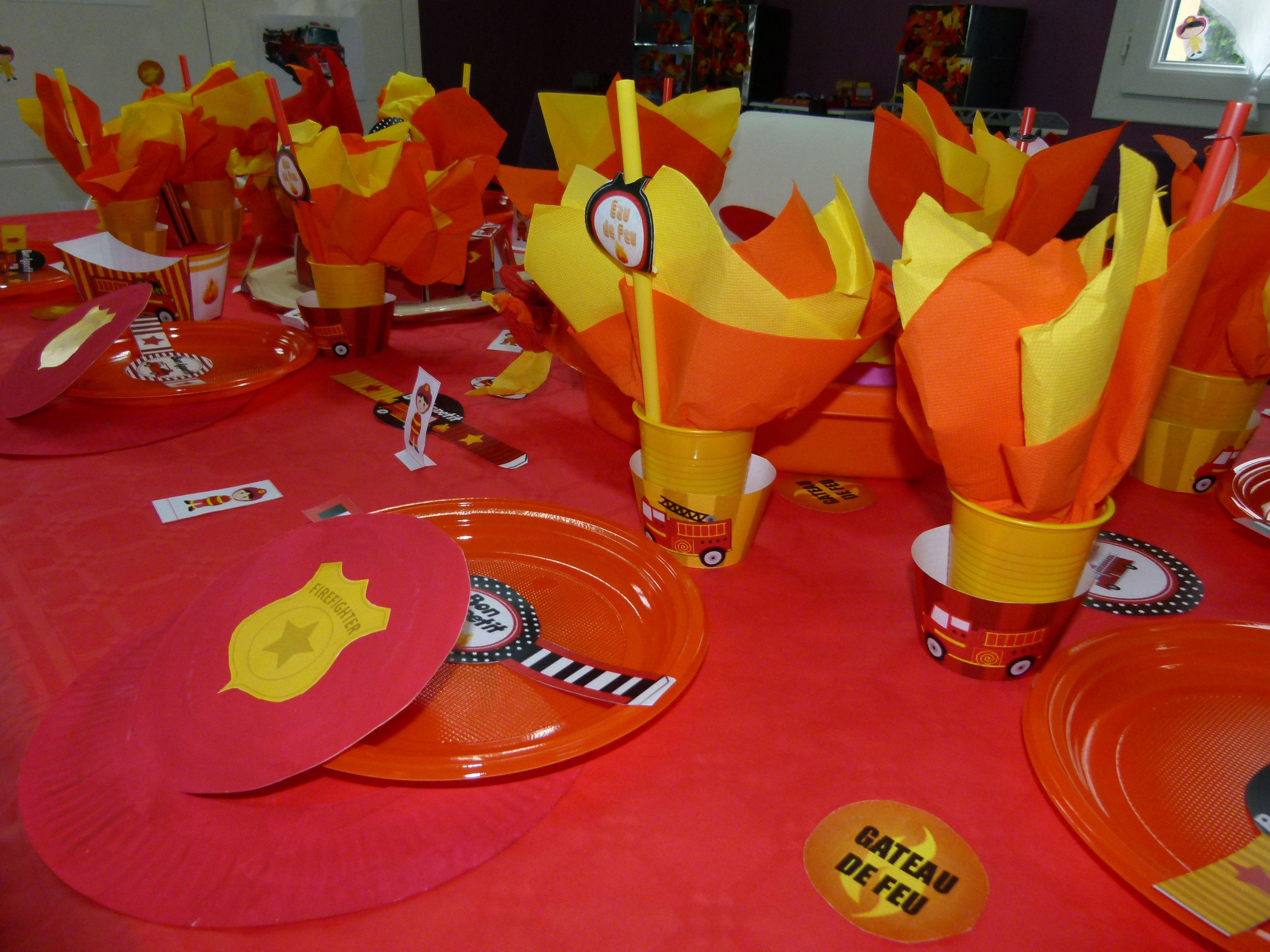 d co table pompier anniversaire pompier pinterest pompiers deco table et anniversaires. Black Bedroom Furniture Sets. Home Design Ideas