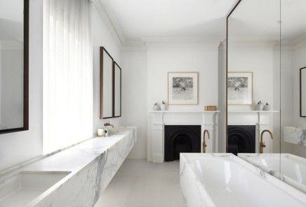 Badkamer Design Award : Badkamer met wit marmer en goud bathroom