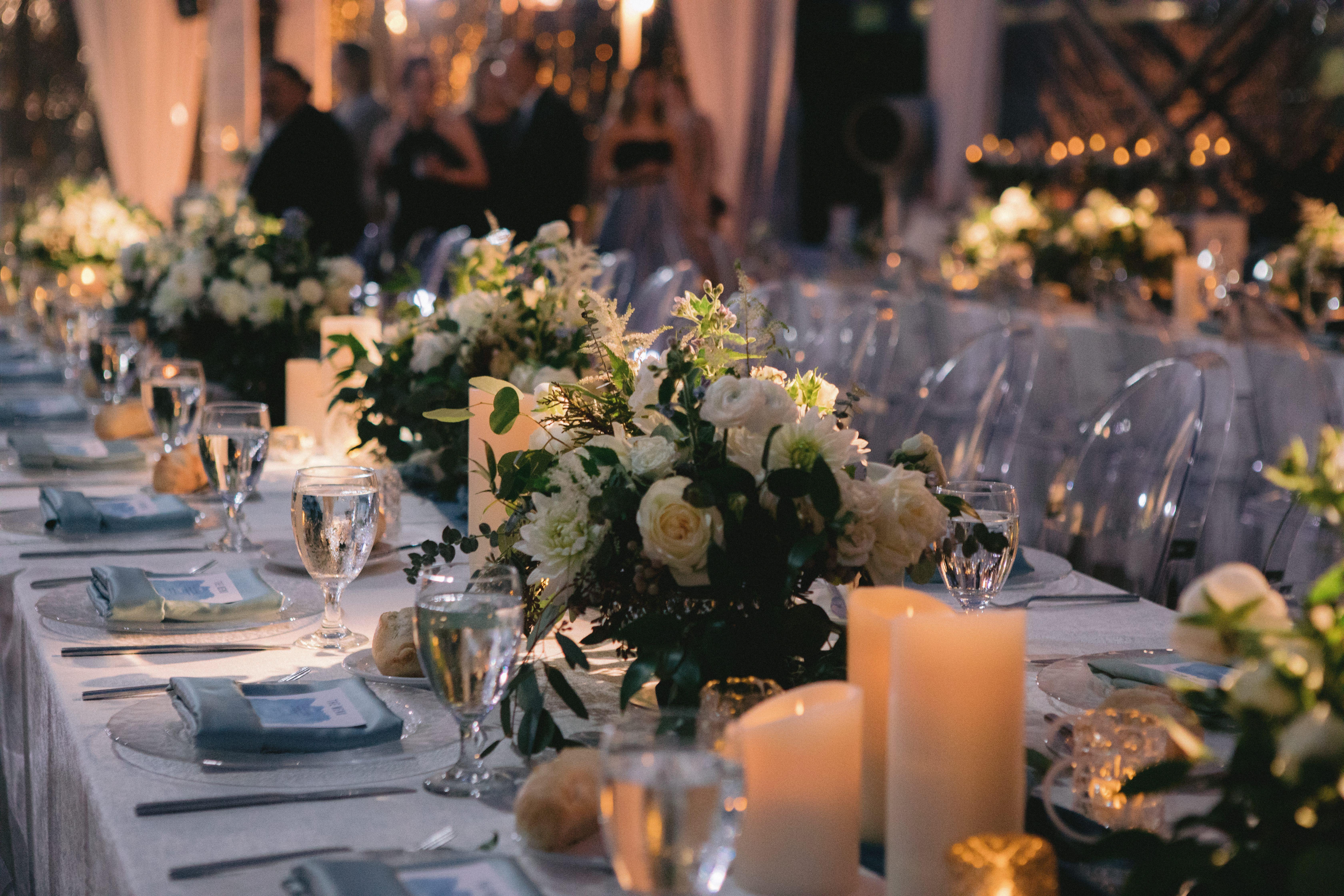 White Wedding Floral Arrangement In 2020 Floral Arrangements Wedding Floral Decor Wedding Centerpieces