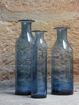 vase bouteille en verre bleu ouverture corolle jardin d 39 ulysse 13 9 bouteilles bocaux. Black Bedroom Furniture Sets. Home Design Ideas