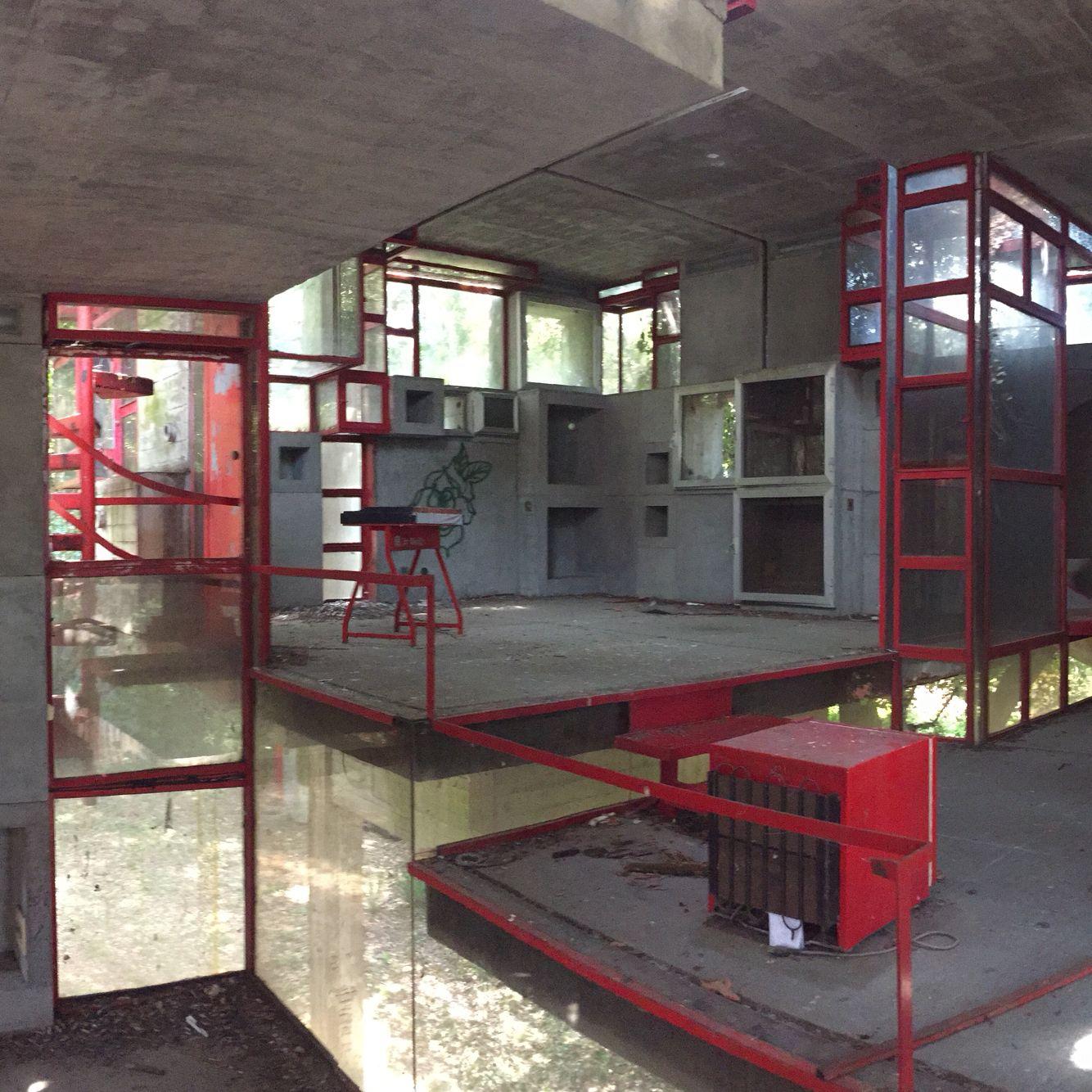 Villa necchi campiglio by piero portaluppi platform - Giuseppe Perugini Ruin Of His Experimental House Fregene Italy Interior