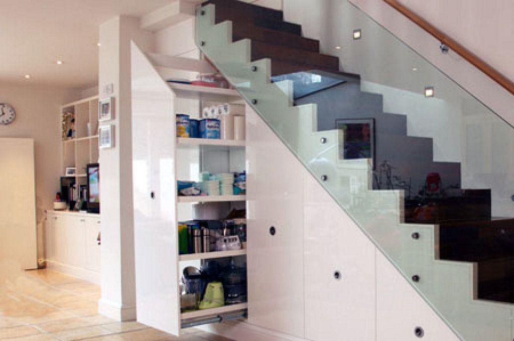 ideas para aprovechar el espacio de las escaleras