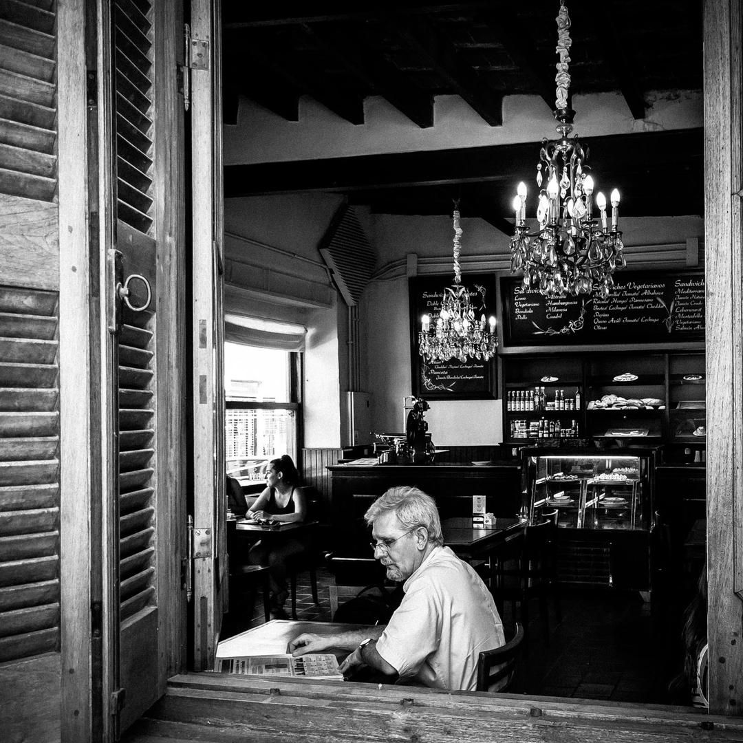 During my trip in #Argentina, I understood that if you want catch the real atmosphere of this country specially in #buenosaires you have to live their bars, their taverns... true life, #puravida #leonardobigagliphotographer #jj_streetshots #jj_forum_1628 #ig_artistry #streetshared #lensculturestreets #burnmyeye #collective #streetphotographers #everybodystreet #lensculture #bnw_sweden #bnw_city #bw_wednesday #the_bestbw#bw_lover #shootermag