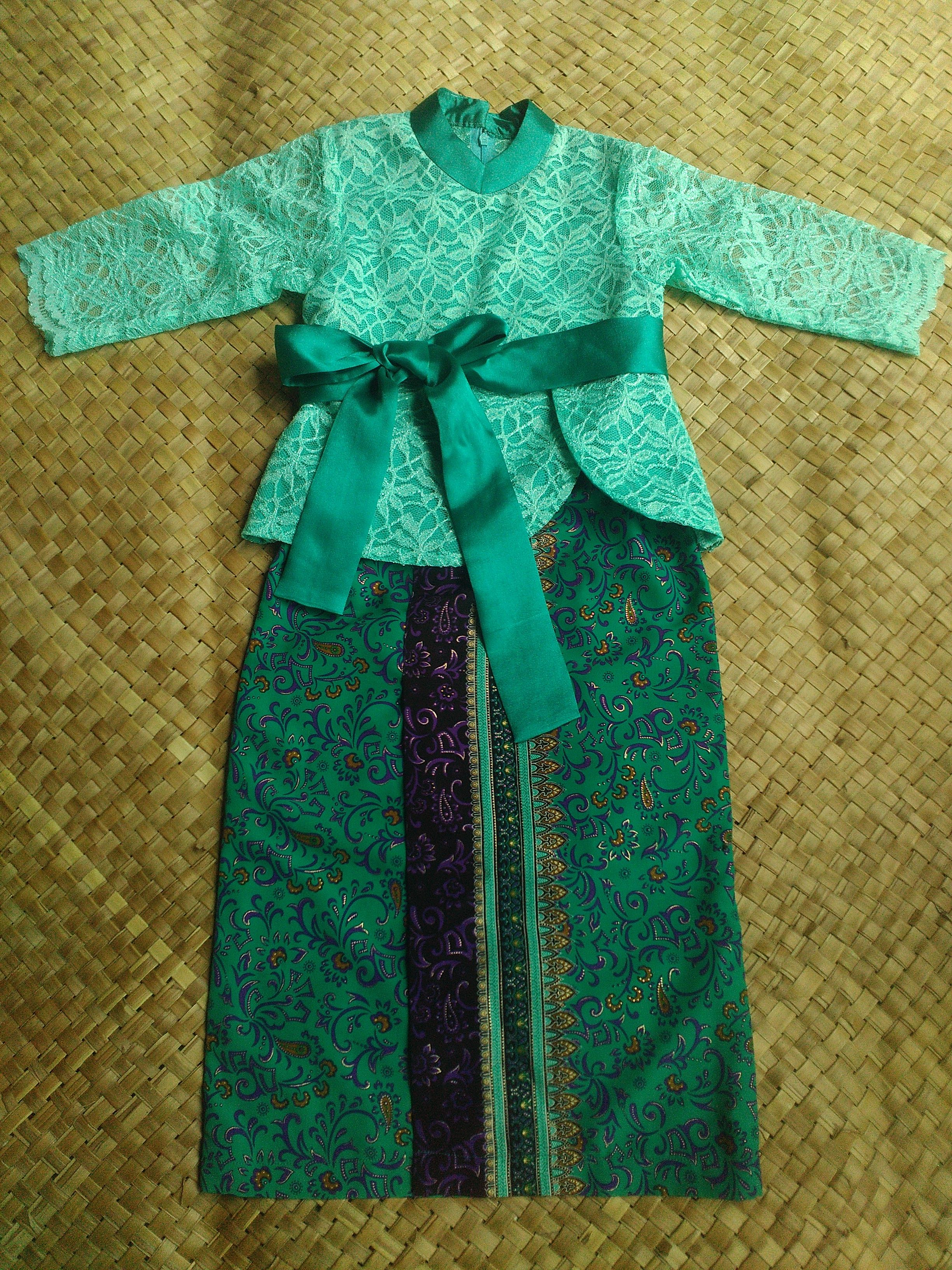 Harga Satu Stel 210 000 Setelan Kebaya Bahan Brokat Warna Hijau Tosca Dengan Bawahan Rok Batik Silk Ready Ld 66 Cm 6th Dan 74 10cm Call Sms Wa 0856