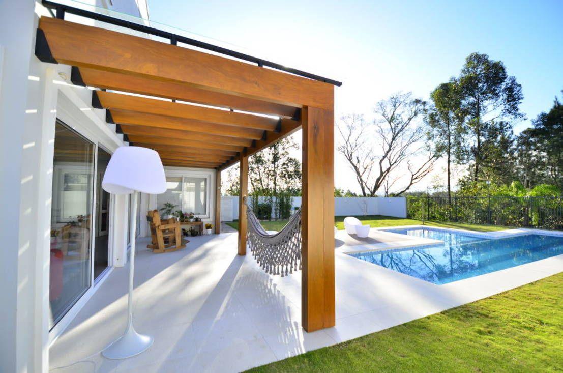 Balcones y terrazas modernos de Ana Lore Burliga Miranda Arquitetura