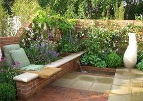kleinen reihenhausgarten gestalten. beispiel: pavillon als zentrum, Garten und Bauten