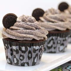 death by oreo cupcakes!  pininterest is going to be the death of me!
