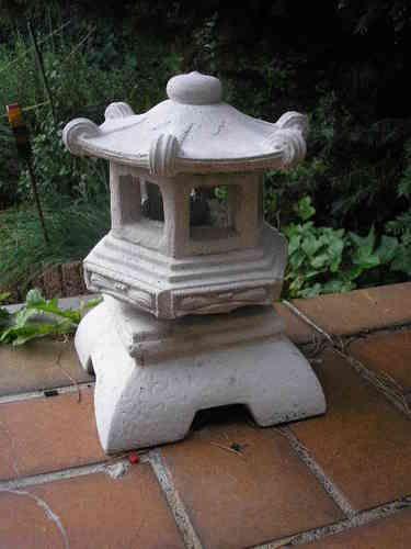 Pin Von Frank Lessmann Auf Asiatische Figuren Laterne Garten Japanischer Garten Asiatisch