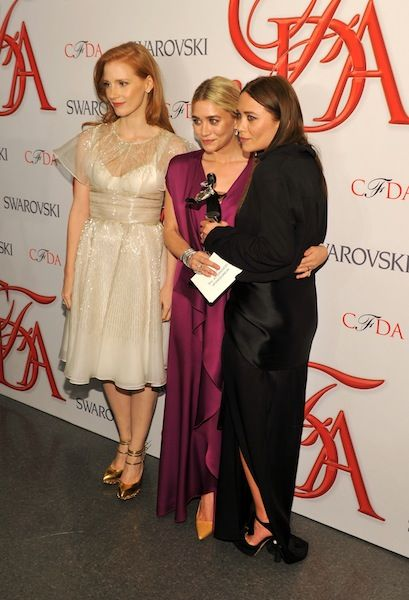 20 Instances of Mary-Kate Olsen Looking Cold: Again, the only one covering up her arms.