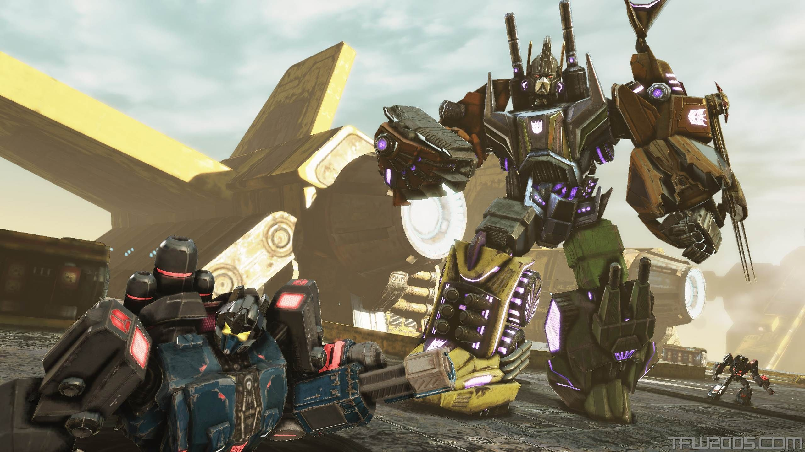 transformers-fall-of-cybertron-_bruticus-towers-over-enemies