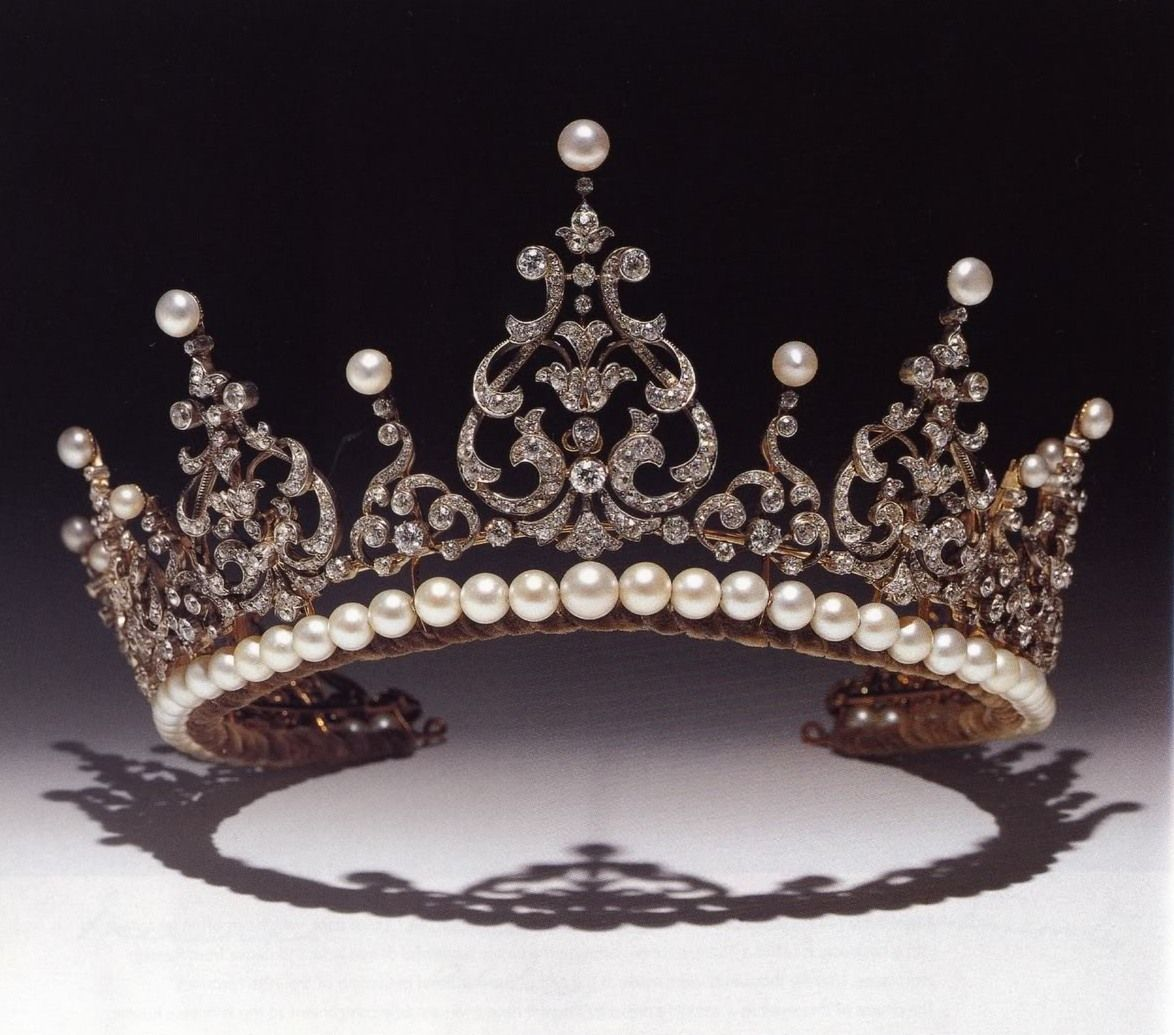 There are quite a few tiaras belonging to the Kent Family, the above diamond and pearl festoon tiara being just one of many. When Princess Marina of Kent, nee Greece, wore it, it didn't have the pearl base, that was later added by Princess Michael to 'give it more height'.