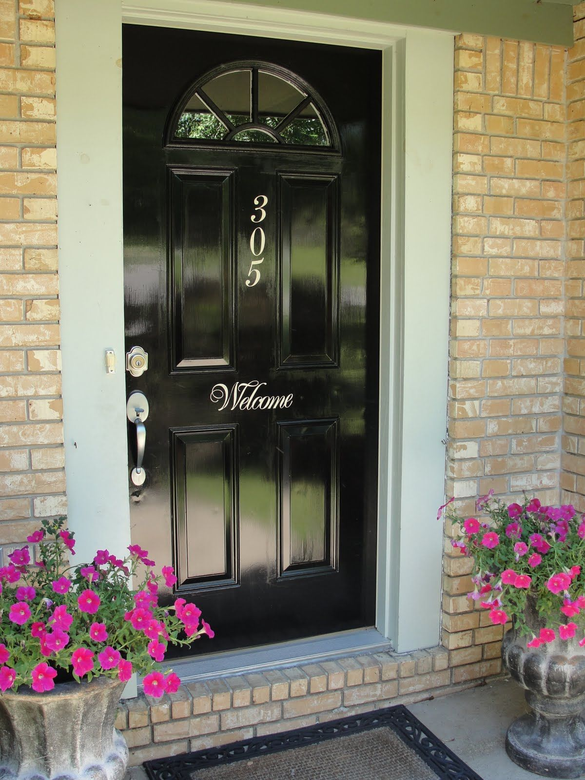 Shiny Black Cant Go Wronglike The Painted On S But Could Do - Front door ideas