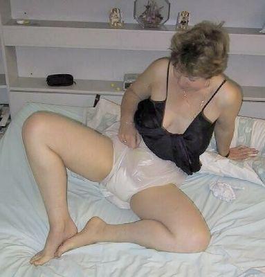 pad Mature in panties