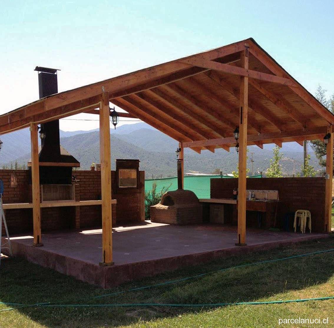 Quincho con techo de madera a dos 1134 1115 for Cobertizo de jardin de techo plano de pvc