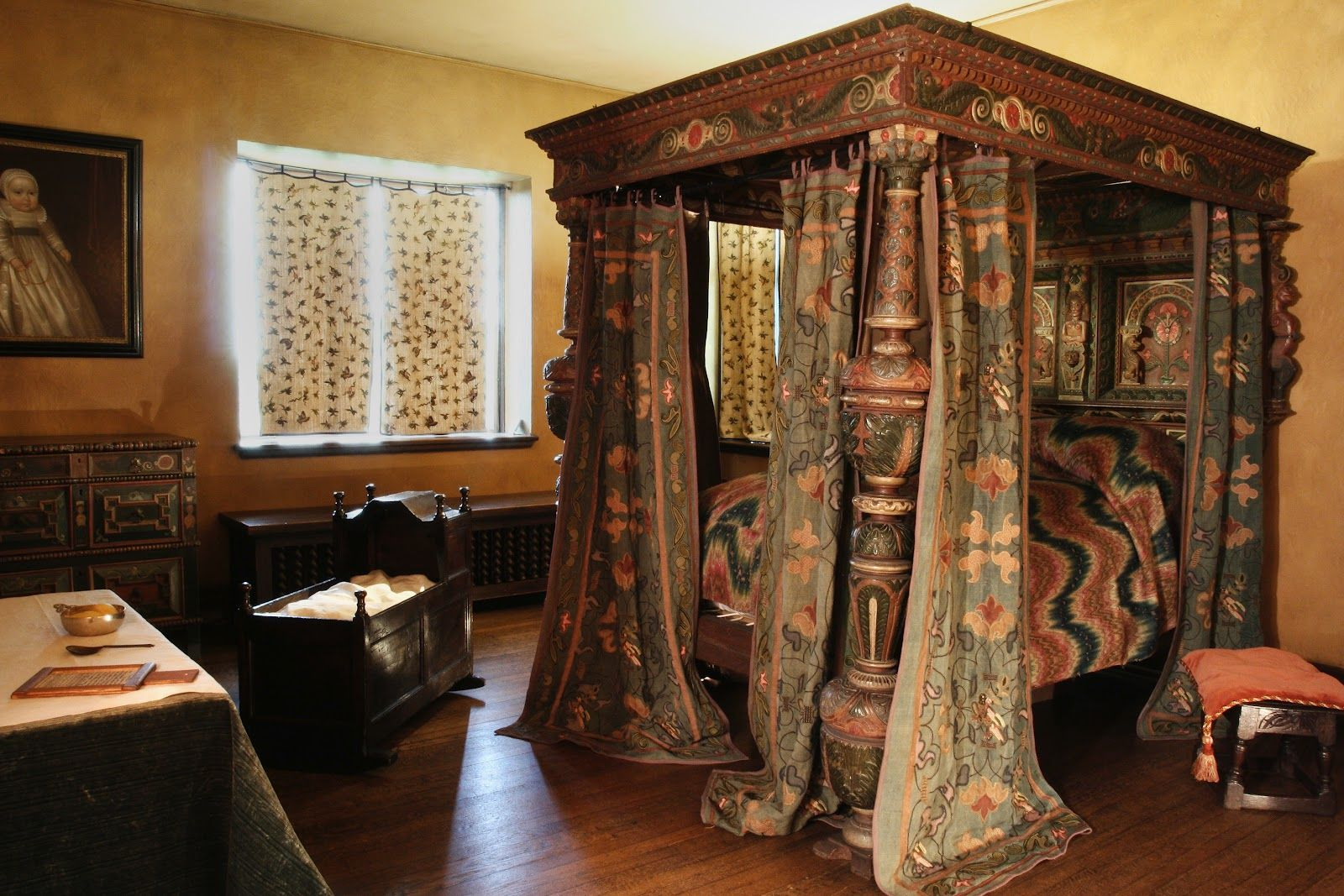Medieval bedrooms - The Painted Bedstead At Agecroft Hall In Richmond Va Royal Bedroomdream Bedroommedieval