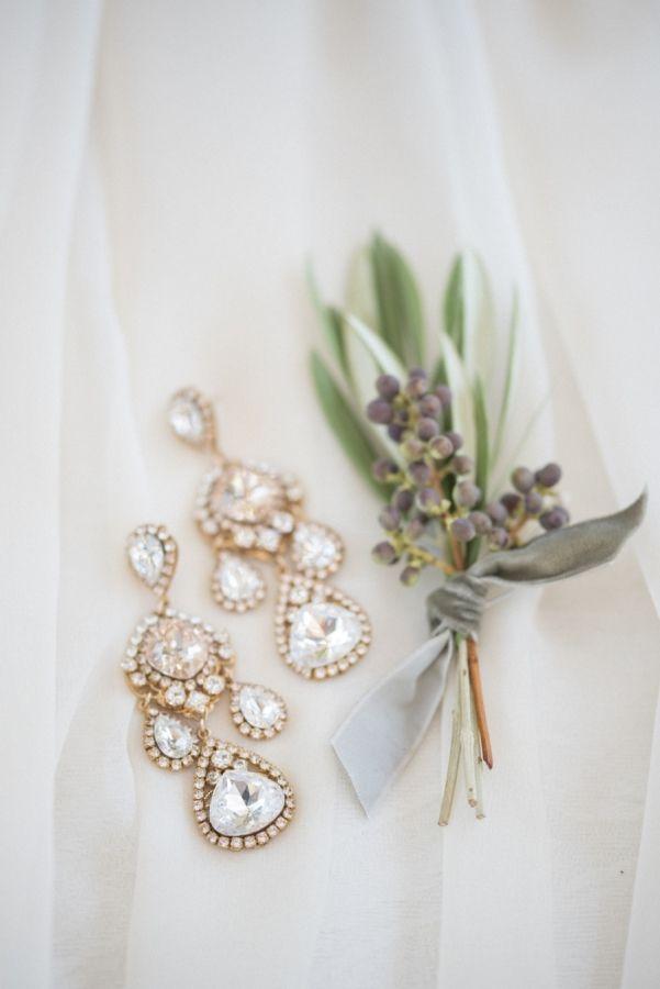 Gold dangle diamond earrings: http://www.stylemepretty.com/california-weddings/carmel-valley/2016/11/18/three-ways-to-style-the-perfect-california-wedding/ Photography: Rahel Menig - http://www.rahelmenigphotography.com/