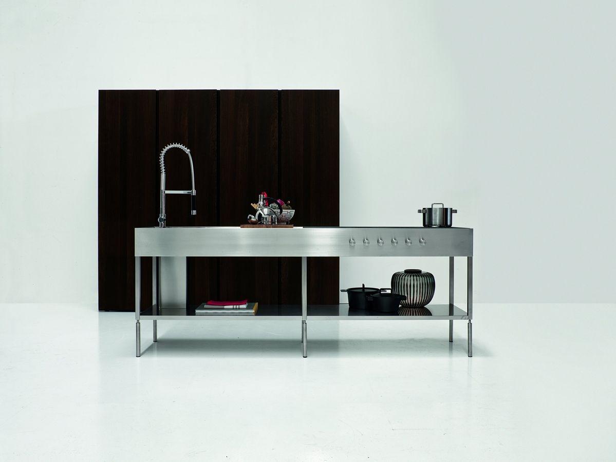 cocina minimalista con isla central en acero inoxidable para ...