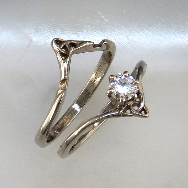 interlocking wedding set with diamond - Interlocking Wedding Rings