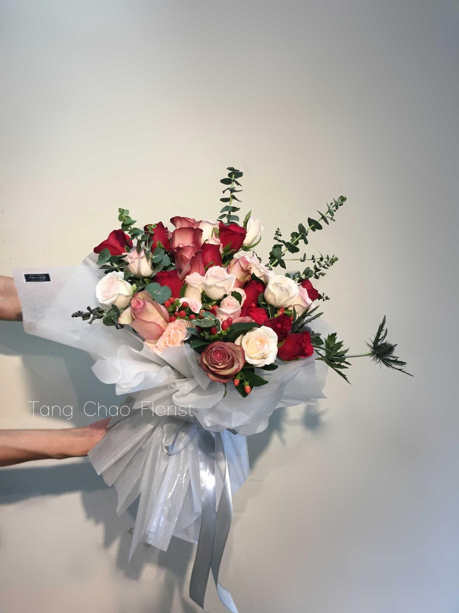 Fresh Rose In 2020 Florist Delivery Flower Quotes Graduation Bouquet
