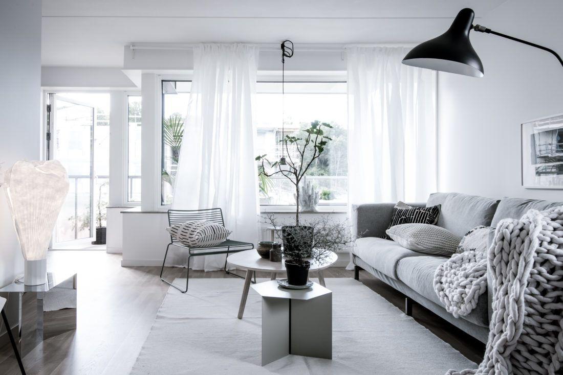 Comenzamos el año visitando una bella casa de estilo escandinavo diseñada por Emma Hos. Las líneas puras, los materiales en tonos crudo y las...