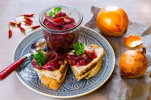 Pikantní, lahodné, skvělé k pečínce i k párečkům – cibulové čatní!