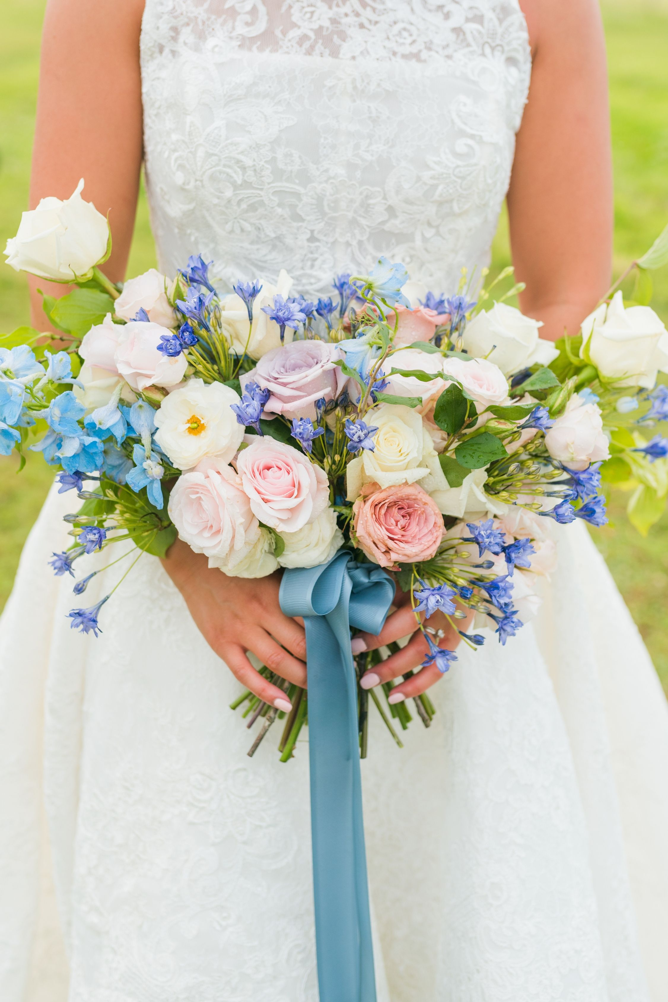 Love mixing shades of blues! Beautiful blooms and with our ribbon💙  Photography: @ashtonkelleyphotography Host: @styledshootsacrossamerica Planning & design: @heatherbengeevents Florals: @intrigueteaches Venue: @woodsedgefarmevents Asst. coordinator: @larueevents  #bridebook #floralstylist #floristlife #floristsofinstagram #eventflorist #flower_igers #eventflowers #flowersmakemehappy #flowersofinstagram #flowersoftheday #fortheloveofflowers #lionribbon #ribbon #offray #offrayribbon