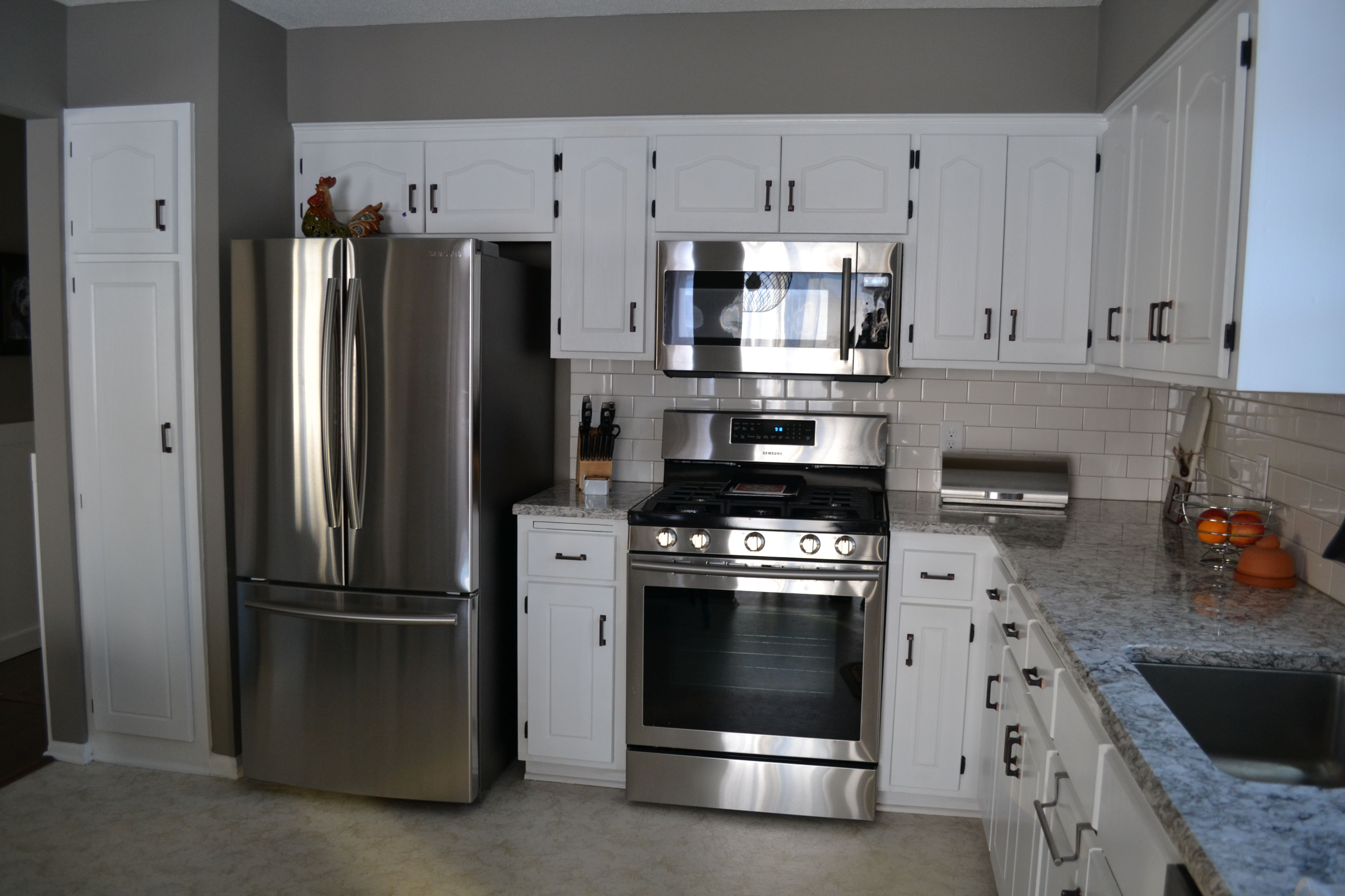 White Cabinets With Oil Rubbed Bronze Hardware And Stainless Steel Appliances Rubbed Bronze Kitchen Bronze Kitchen Hardware Kitchen Hardware