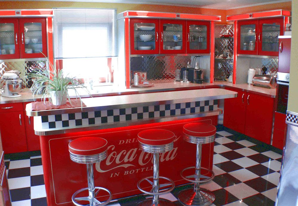 Entdecken Sie Amerikanische Küchen U0026 Küchenmöbel Der 50er Jahre. Eine Retro  Küche Im American Diner