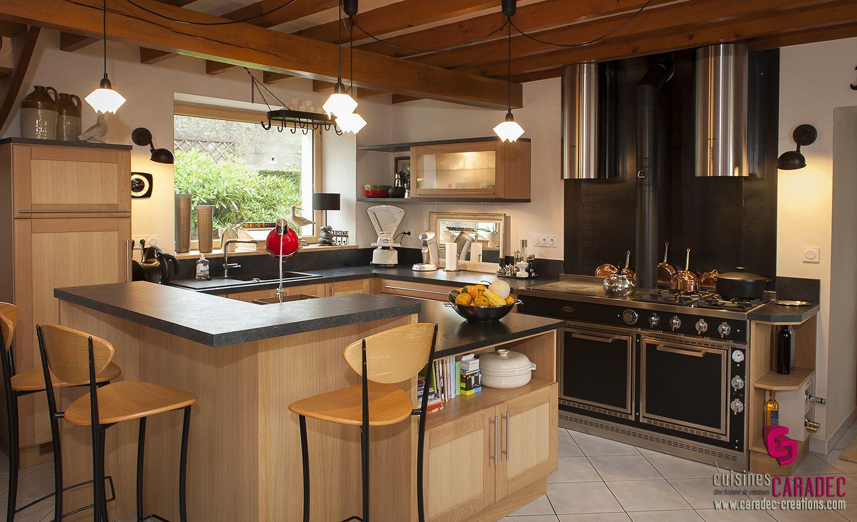 cuisine moderne et tradition avec piano de cuisson. Black Bedroom Furniture Sets. Home Design Ideas