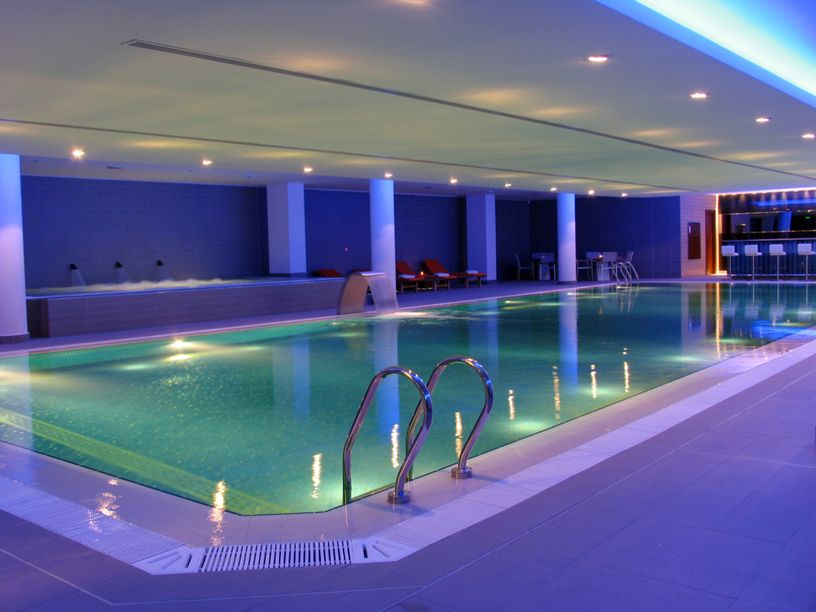 32 indoor swimming pool design ideas 32 stunning pictures indoor pools modern and lights - Swimming pool lighting design ...