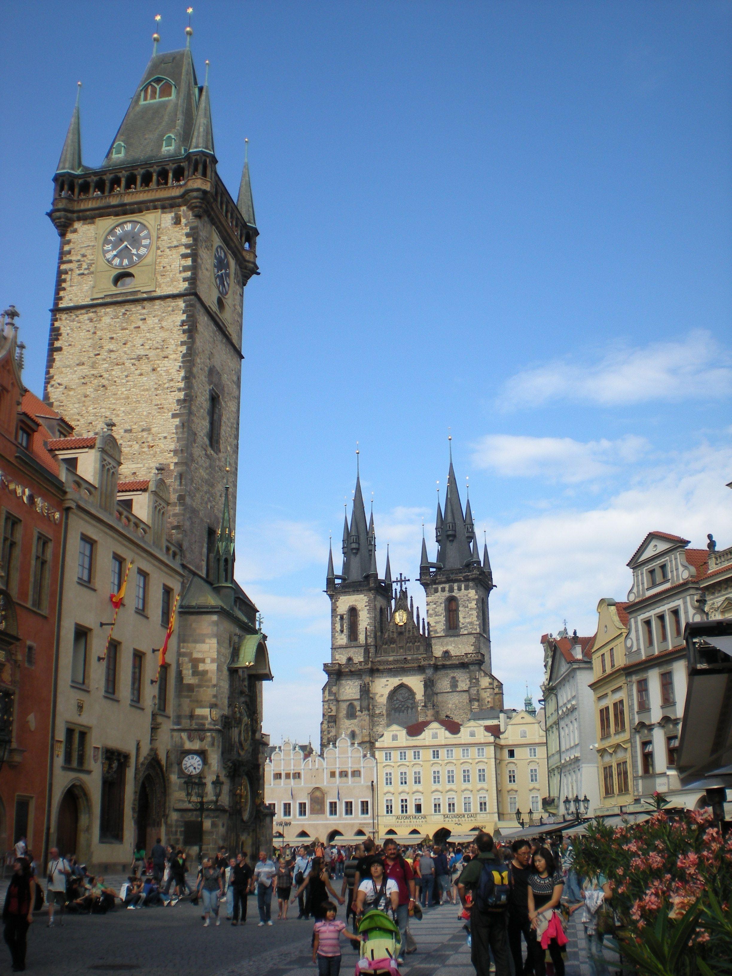 Praga Plaza De La Ciudad Vieja La Iglesia De Nuestra Senora Del
