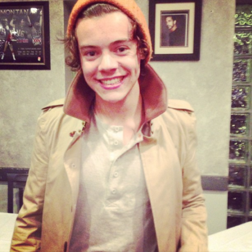 so cuuute, love his dimples <3 <--- and smile and eyes and hair and his beautiful silly gentleman cupcake self <3