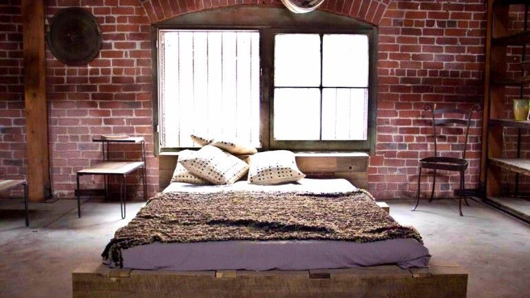 Master bedroom design with an industrial theme | www.masterbedroom... #industrialbedroom #industrialbedroomdesign #masterbedroom #bedroominspiration #bedroomdesign