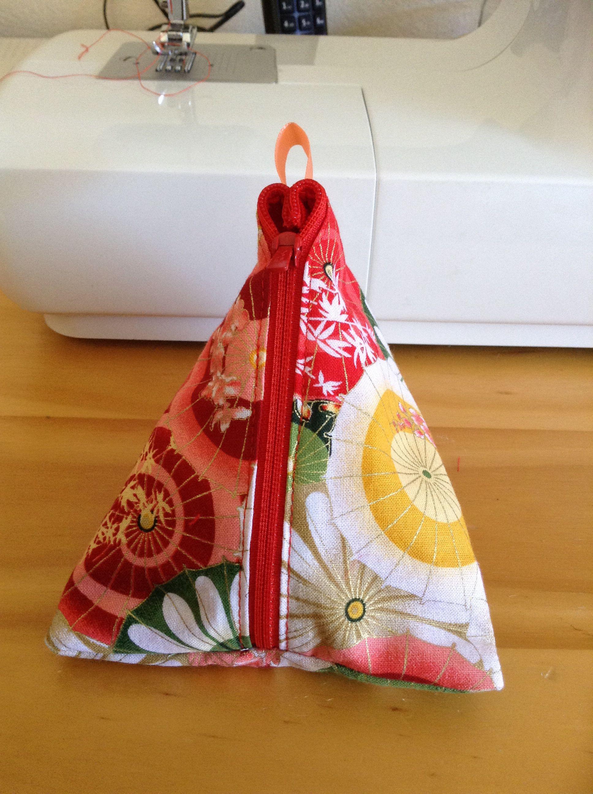 Berlingot / triangle pouch