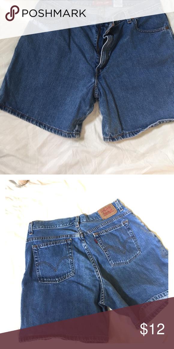 Shorts Medium denim color classic fit great condition misses 16 Levi's Shorts Jean Shorts