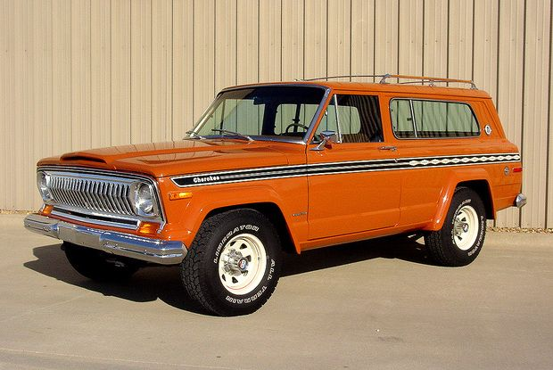 1977 Jeep Cherokee Chief S 4×4; Exact color and rims as the one we had...