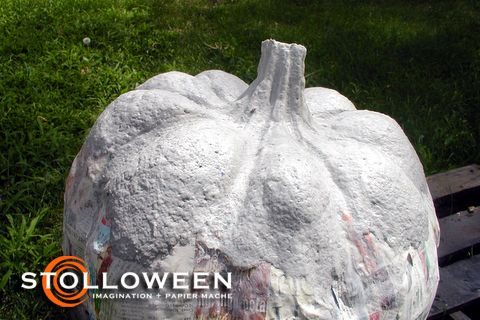 How to make paper mache pumkins - check out the \