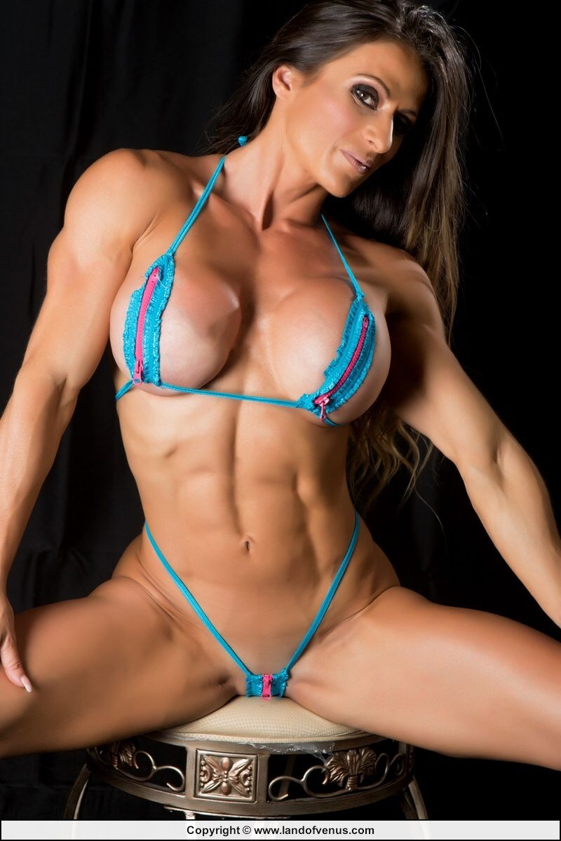 sexy nude female muscle