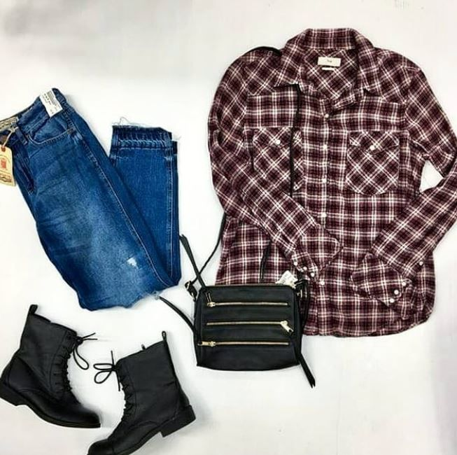 Look RAD In Plaid And A #brandnew Pair Of Mom Jeans 😉👖 TNA