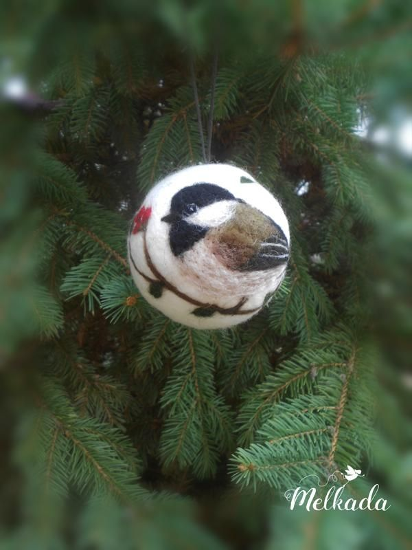Christmas ball with Chickadee motif - needle felted Christmas ornament - Christmas gift #needlefeltedcat