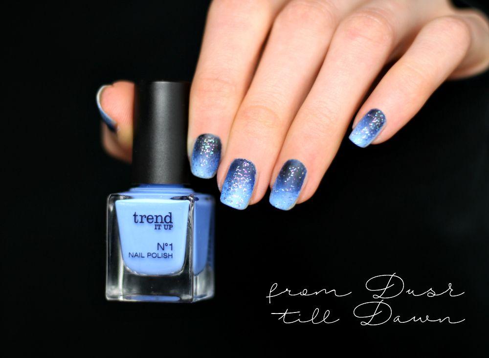 Gradient Nailart blau