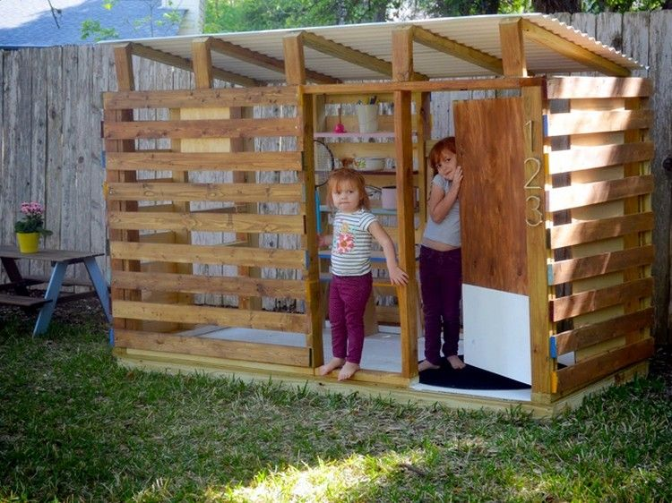 Diy Pallet Kids Playhouse Projects Kids Wooden Playhouse