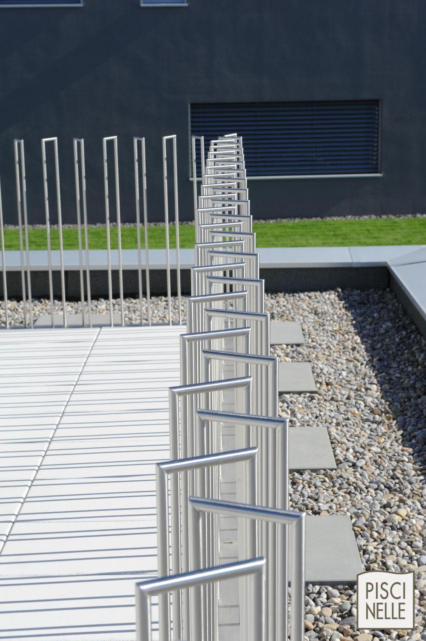 Le design de cette barri re non remplie en inox rappelant la piscine piscinelle reportage - Barriere piscine design ...