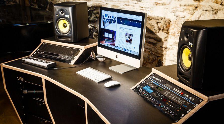 1 Studioracks Minimaster Desk Jpg 900 500