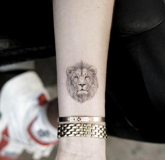 Small and Simple Lion Tattoo Ideas #lion #tattooanimals #kingofliontattoo #tattoolionforwomen