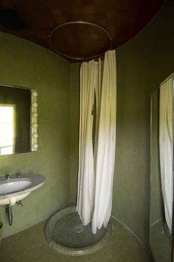 The Bathroom At The Glass House Glass House Philip Johnson Glass House Unusual Homes