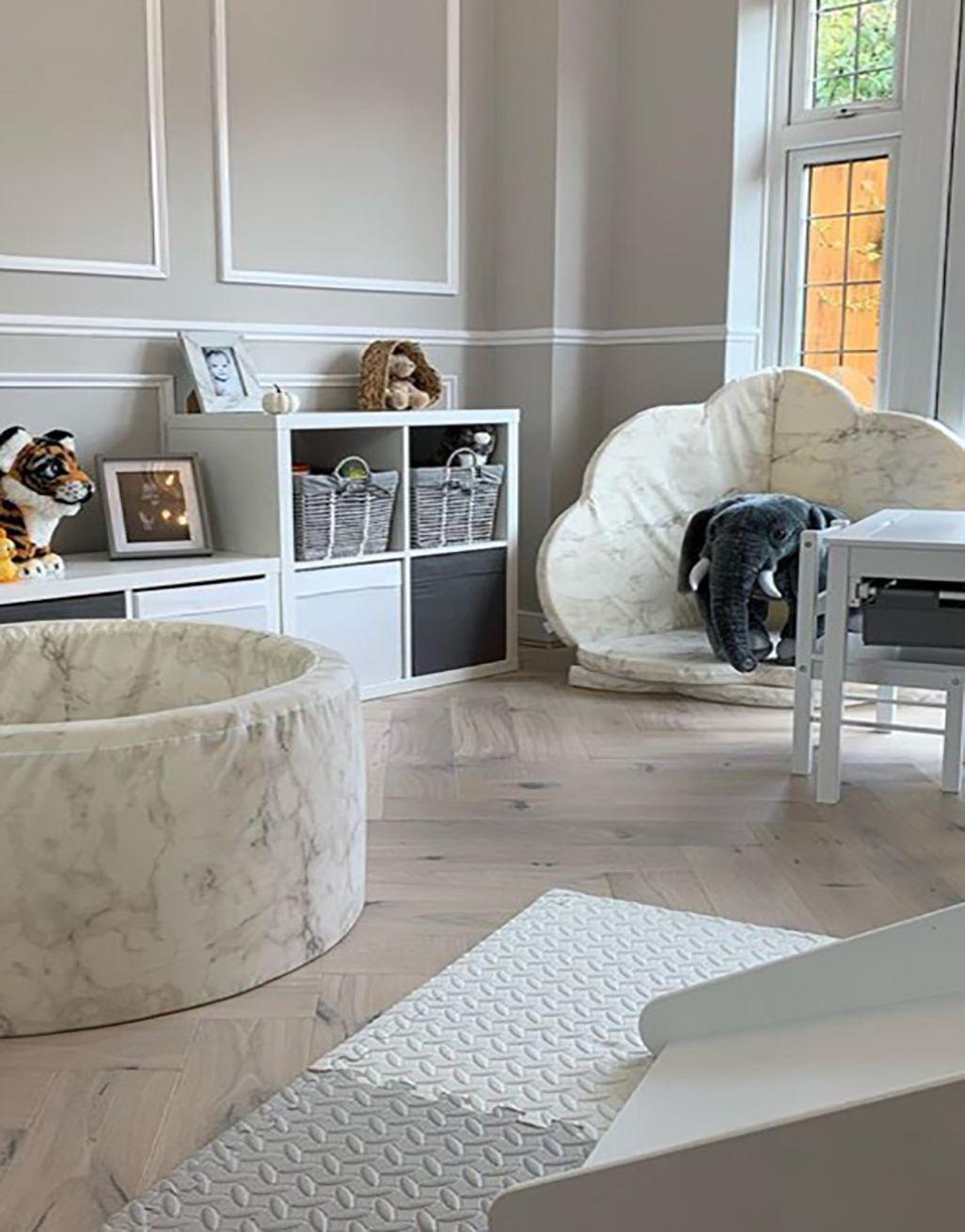 Marylebone Chantilly Lace Oak Lacquered Engineered Wood Flooring In 2020 Herringbone Wood Floor Direct Wood Flooring