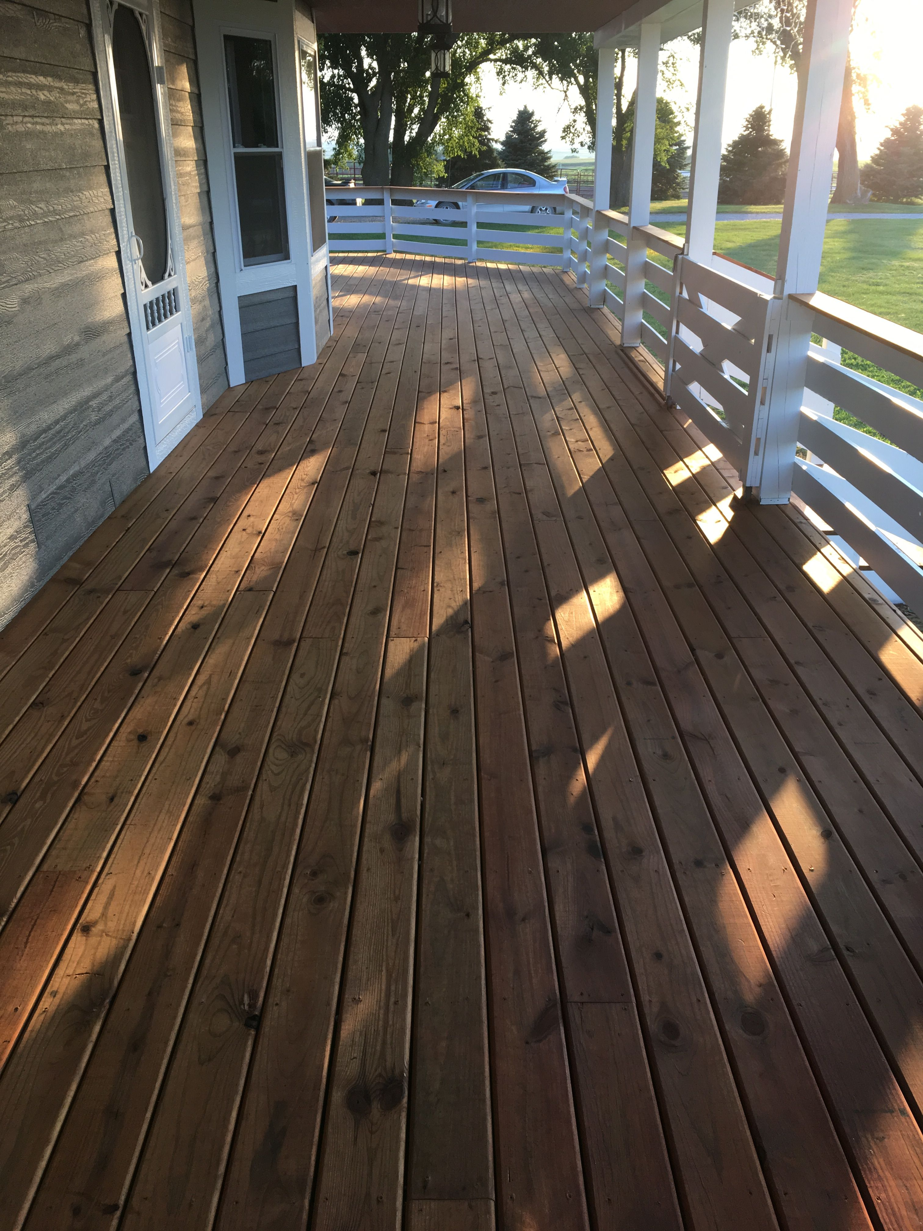Floor Handrails Done In Sherwin Williams Superdeck Transparent Oil Stain Redwood Rails And Posts Done In Cabo Deck Paint Staining Deck Deck Stain Colors
