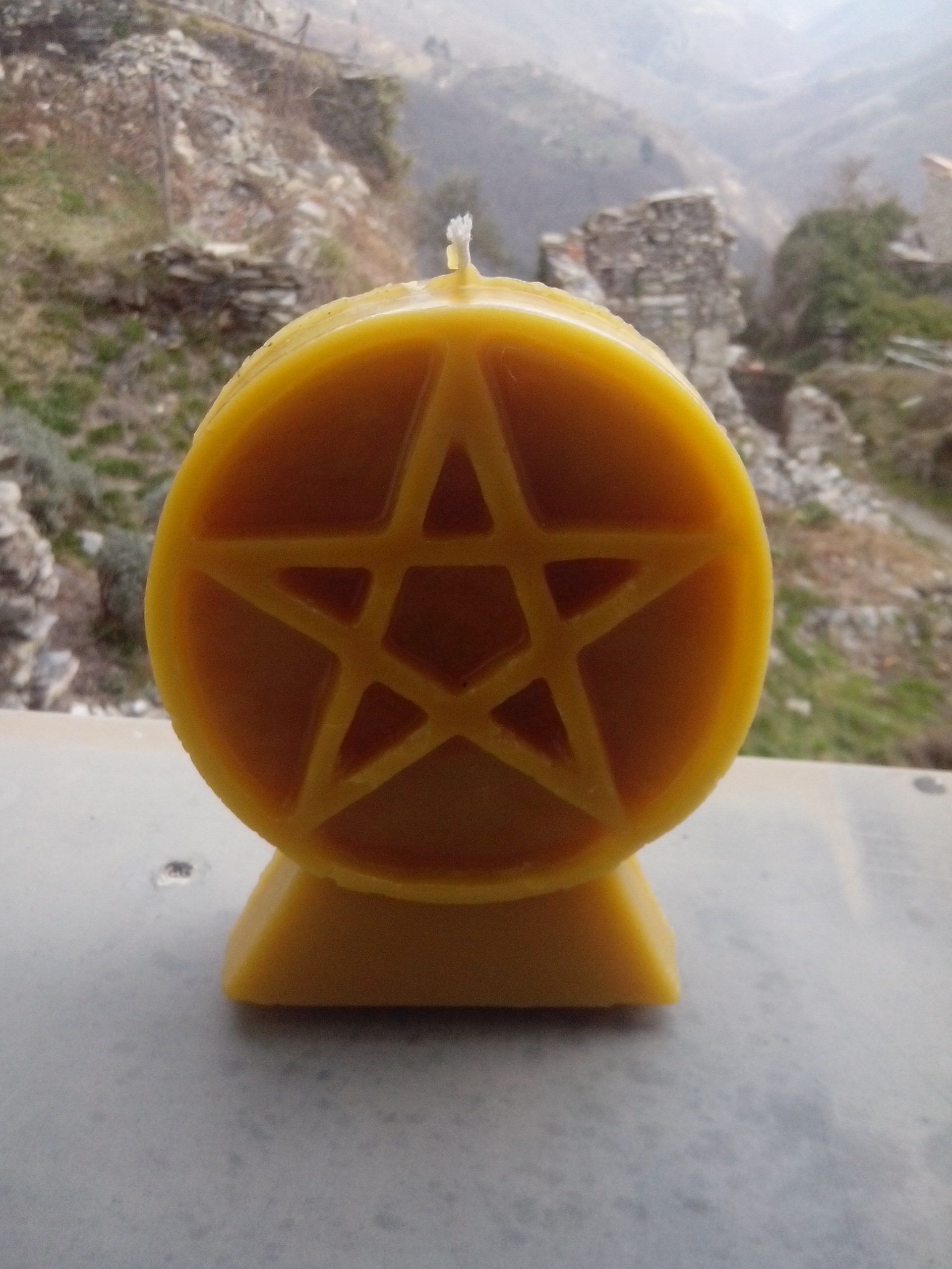 Our new Pentacle beeswax candles!  http://www.oroboro.eu/CERERIA-ESOTERICA.html